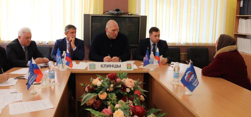 Жители Клинцов пожаловались Валуеву на свои проблемы