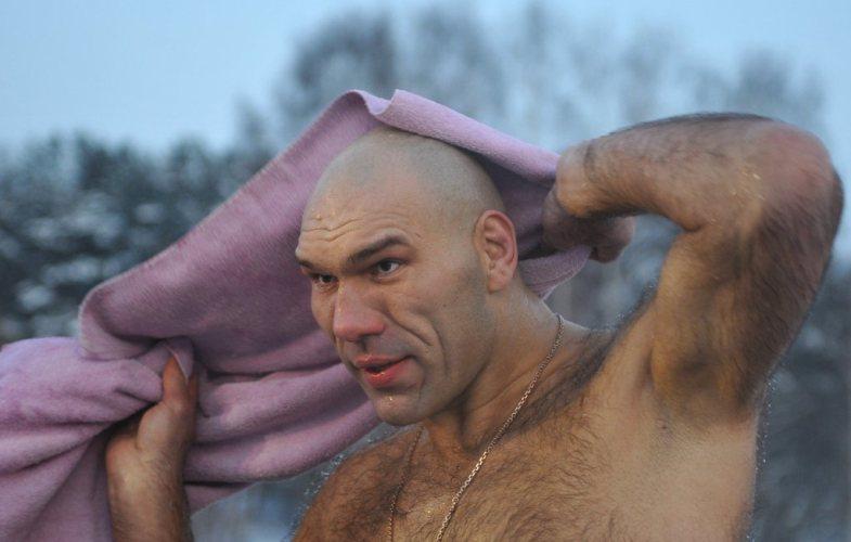 Загадочная женщина попыталась соблазнить брянского депутата Валуева