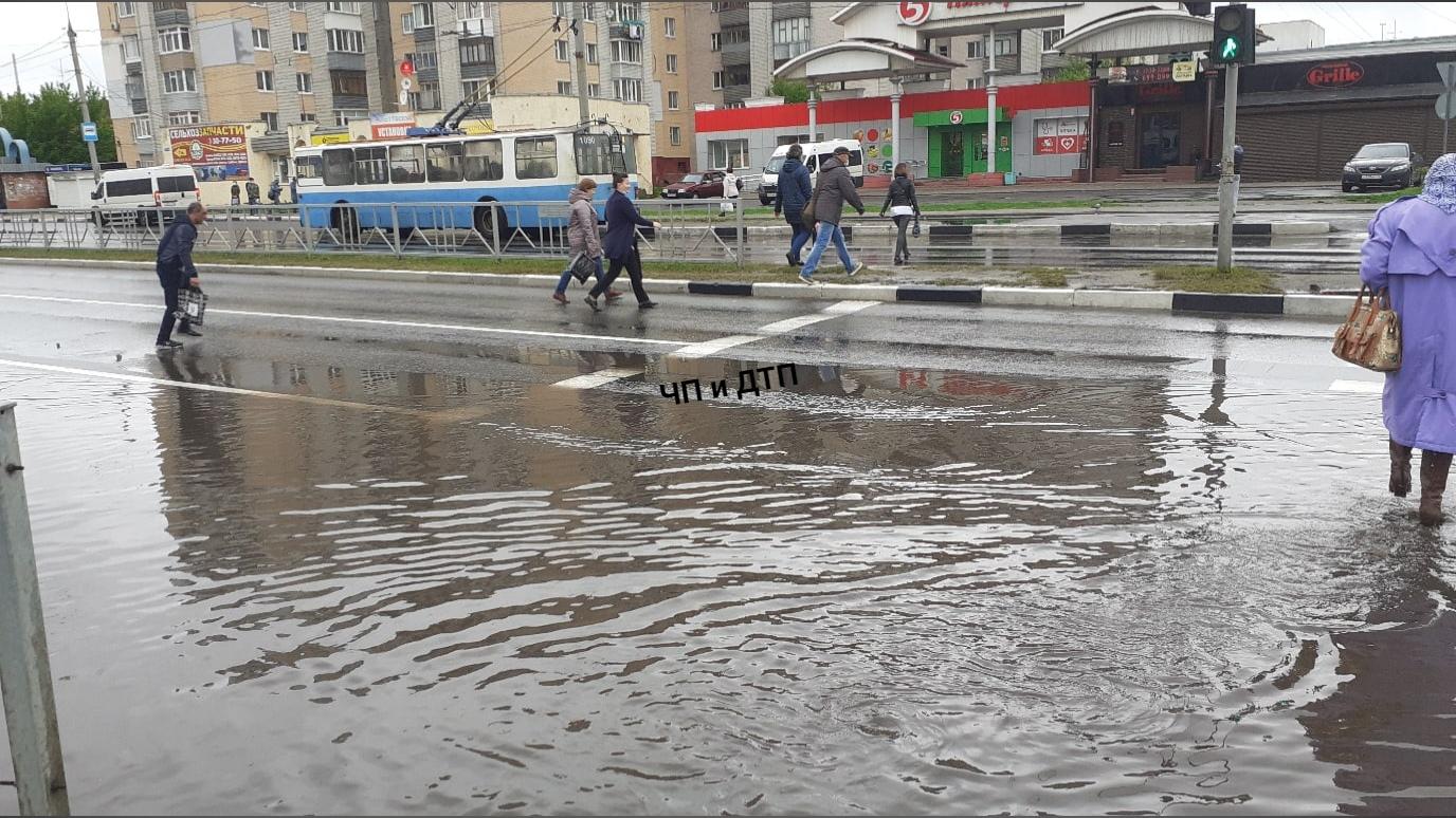 На Мясокомбинате в Брянске вновь затопило дорогу после дождя