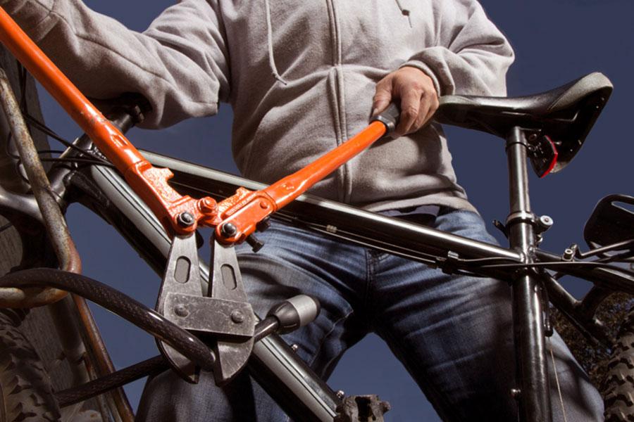 В Карачеве уголовник украл велосипед у 70-летней пенсионерки