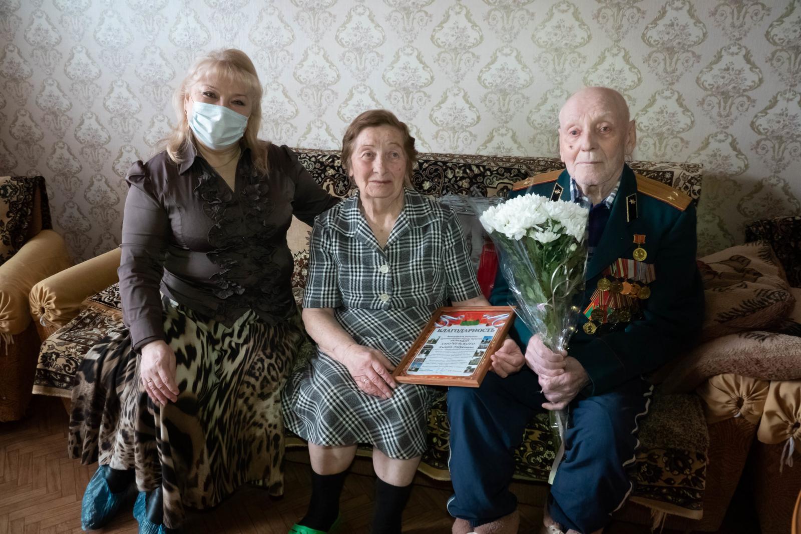 В Брянске ветеран ВОВ Алексей Заручевский отметил 90-летний юбилей