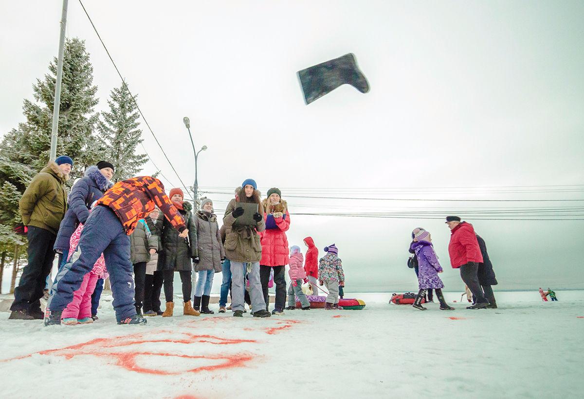 В Брянске пройдет чемпионат по метанию валенка на дальность