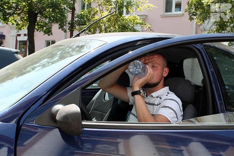 Брянским водителям рассказали, как вести себя за рулем в жару