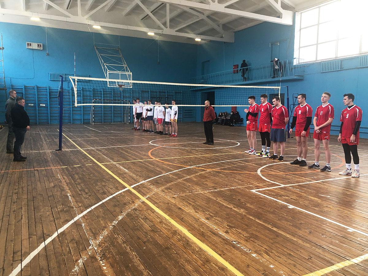 В Брянске стартовал ежегодный волейбольный турнир