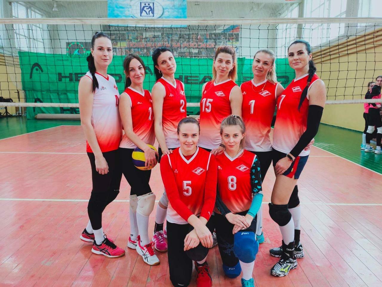 В Брянске прошли соревнования по волейболу среди сотрудников МЧС