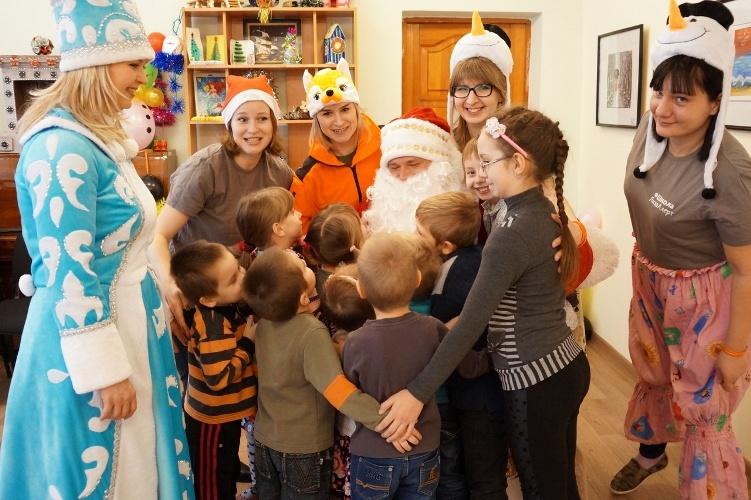 Брянские волонтеры сделали праздник для детей из реабилитационного центра