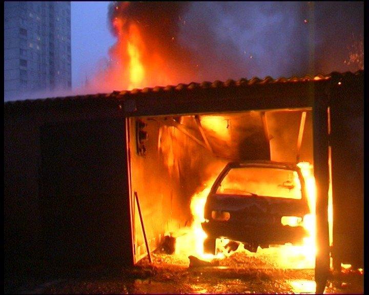 В Бежицком районе Брянска сгорел гараж