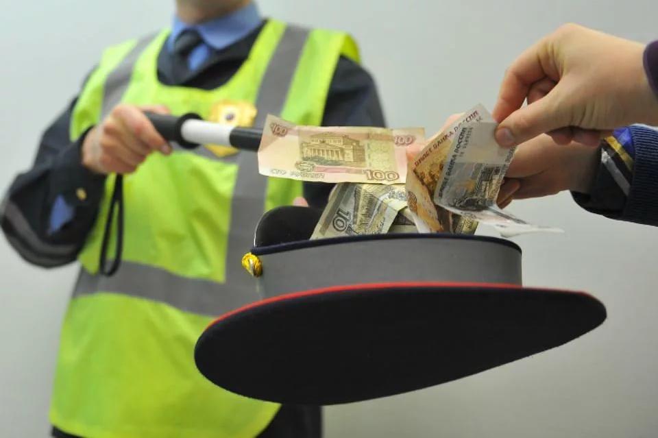 Жительницу Карачева за взятку сотруднику ГИБДД оштрафовали на 200 тысяч рублей