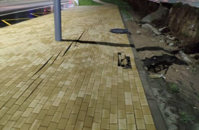 В Брянске на улице Горбатова развалился новый тротуар