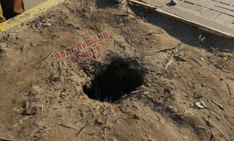 В Брянске на Самолете ребенок провалился в яму