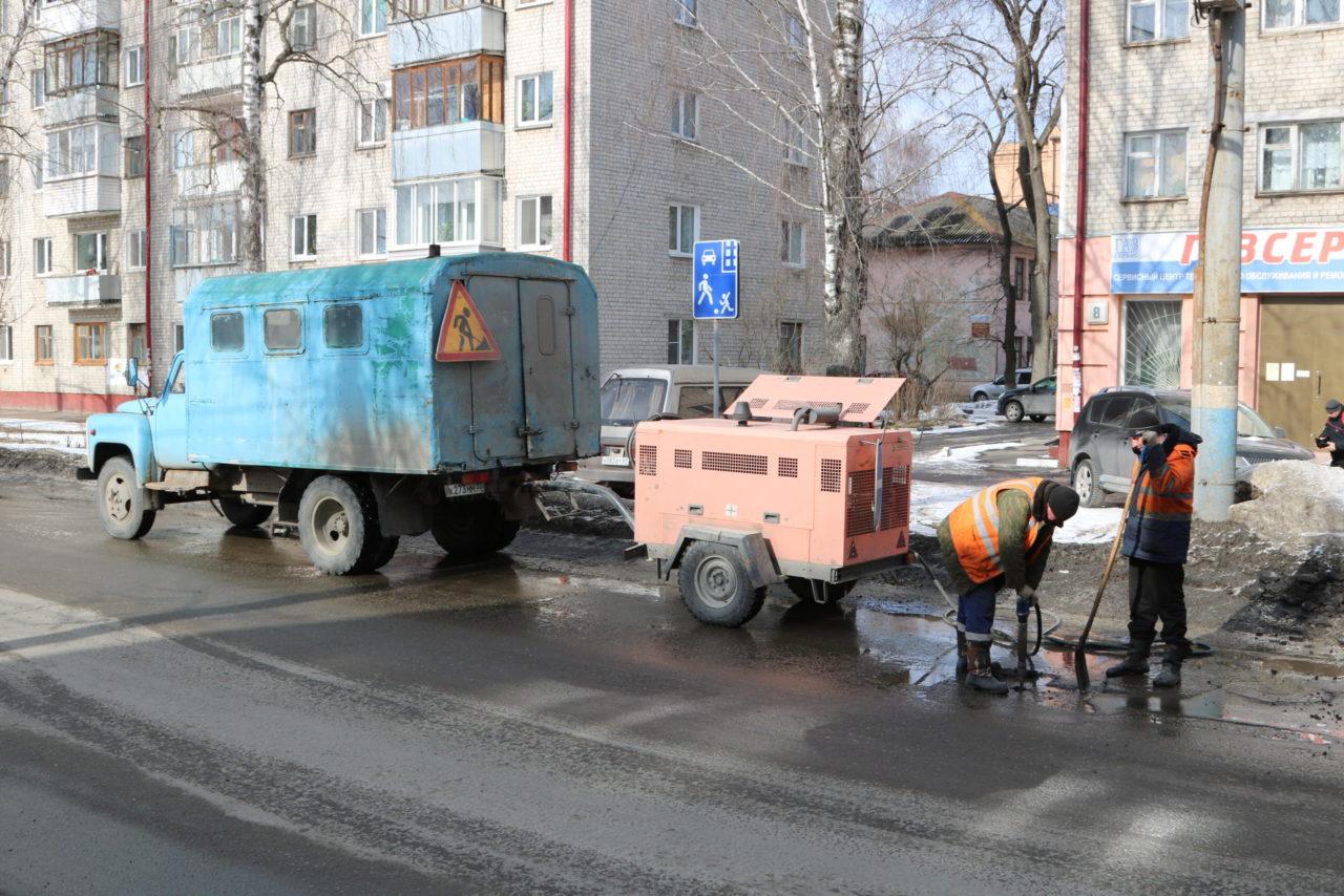 В Брянске дорожники провели ямочный ремонт на центральных улицах