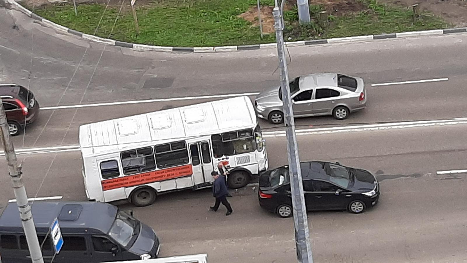 В Брянске похоронный автобус попал в ДТП