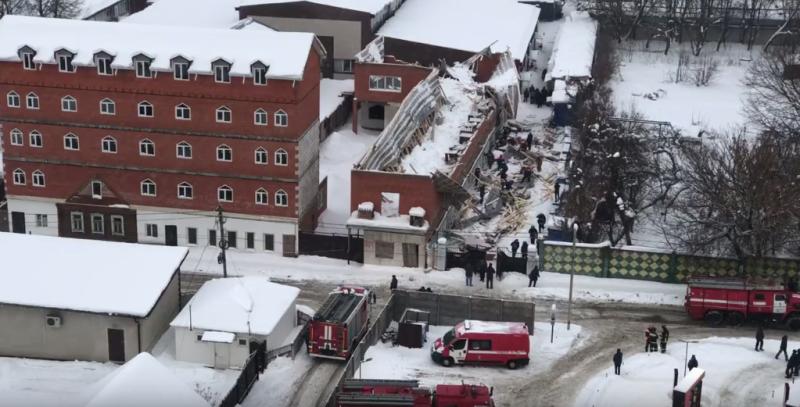 В Брянске обрушилась часть стены строящегося здания