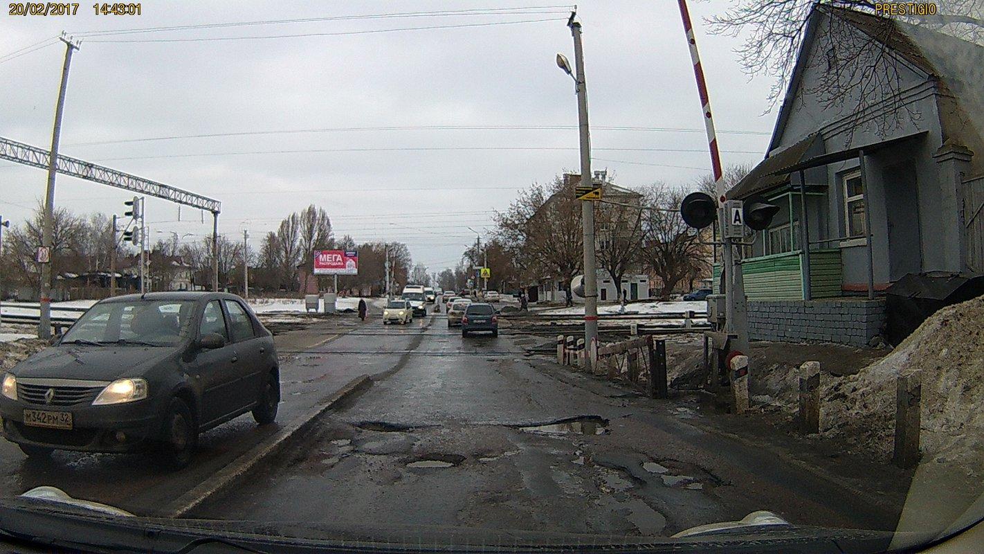Брянские водители потребовали навести порядок на переезде в Бежицком районе
