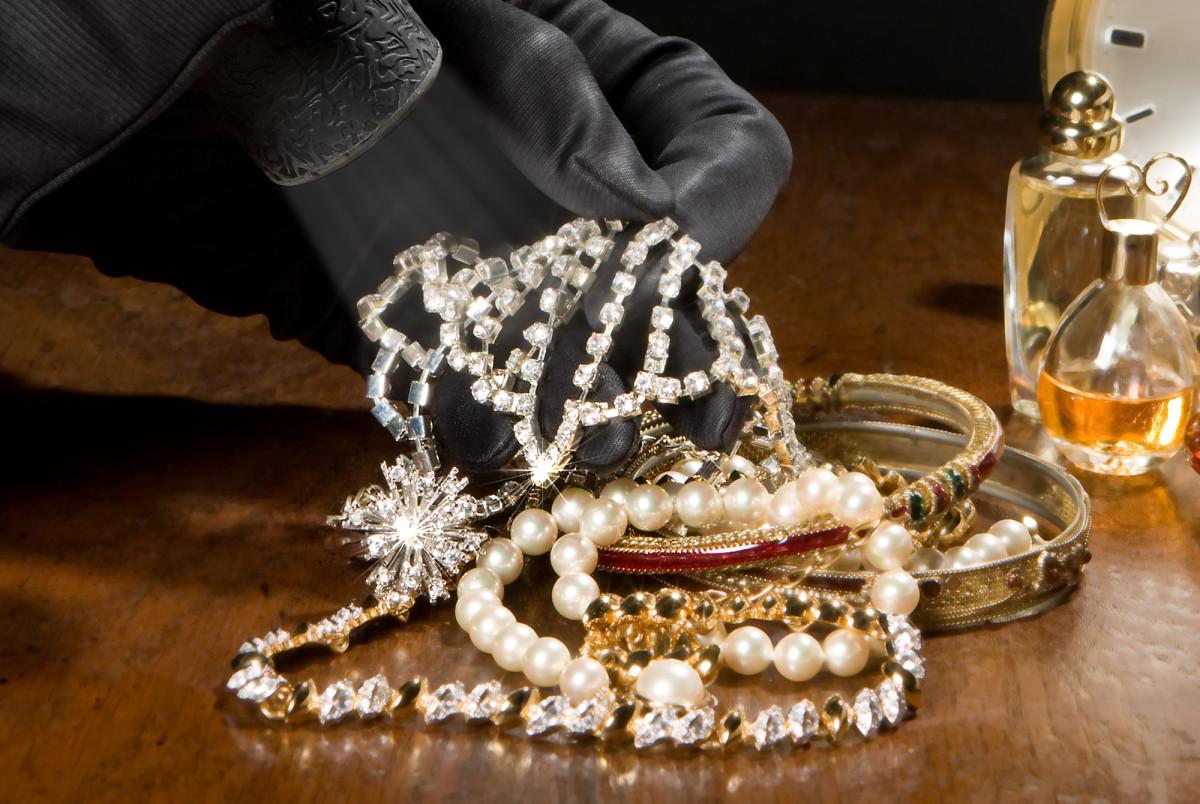 В Погарском районе подросток украл золотые кольца у матери друга