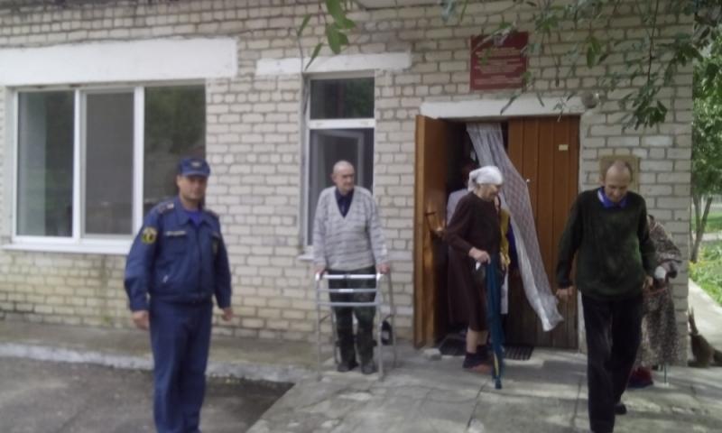 В Злынке эвакуировали пожилых людей и инвалидов