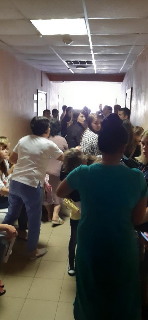 На жуткие очереди во второй детской поликлинике Брянска жалуются в социальных сетях