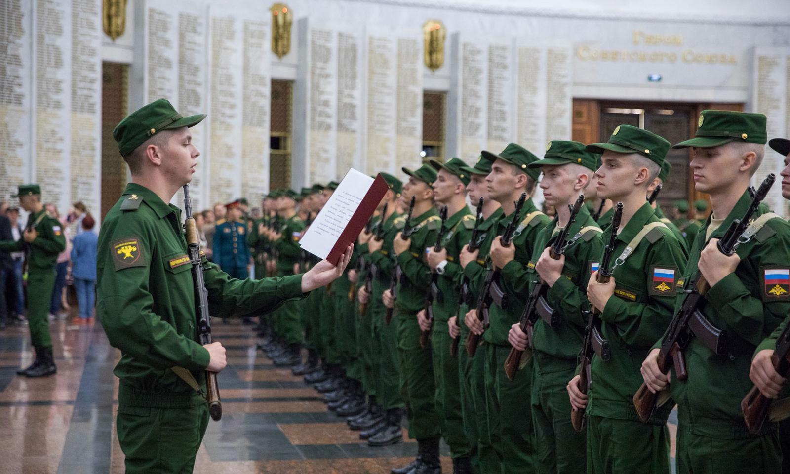 Брянских ребят призвали служить в Преображенский иСеменовский полки