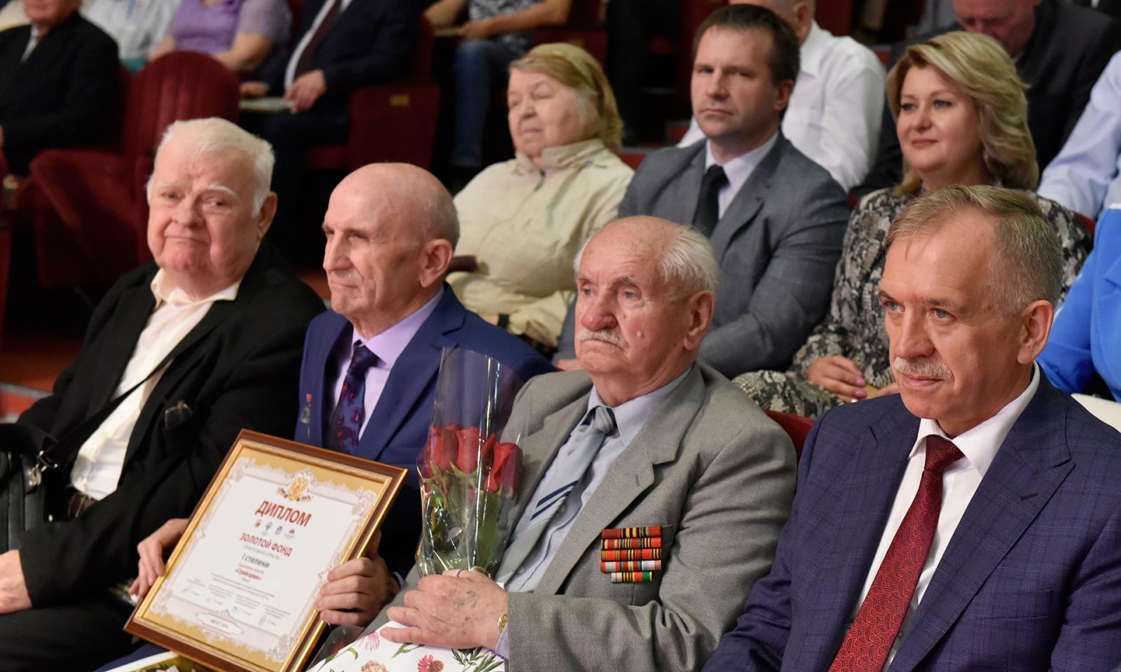 Строителям Брянской области вручили награды