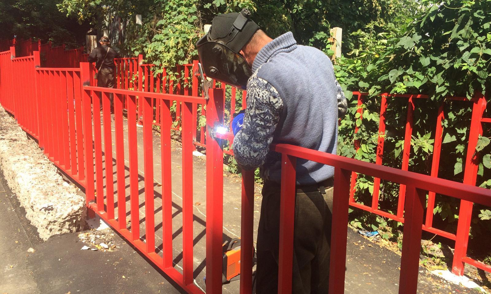 Пешеходное ограждение появилось на улице Арсенальской в Брянске