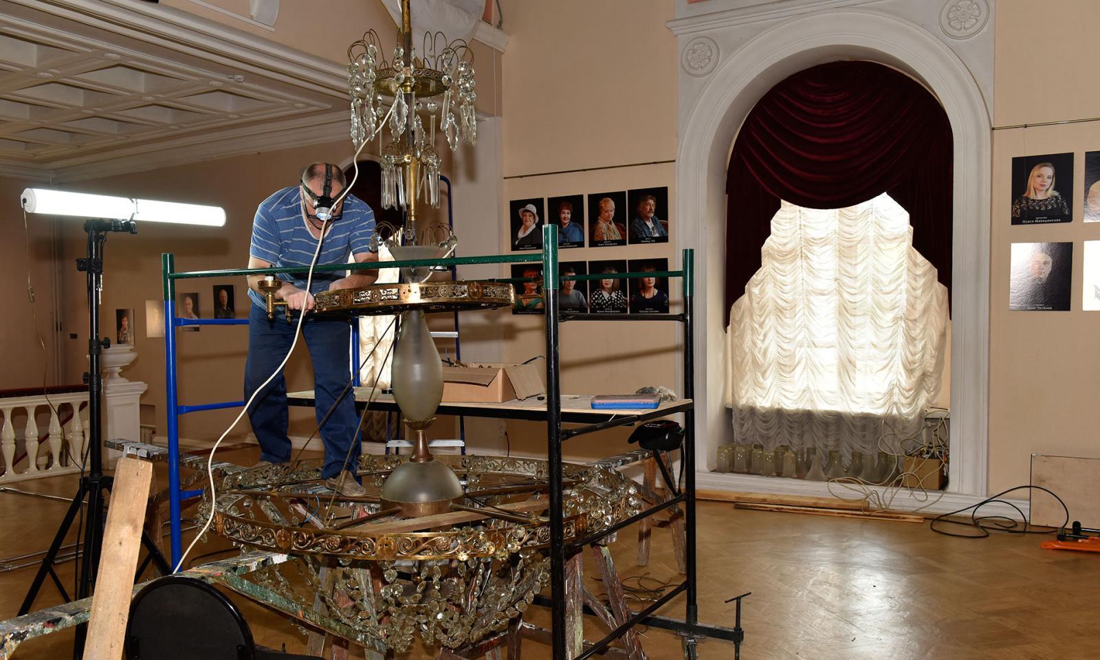 10 миллионов рублей потратят на новый свет в брянском драмтеатре