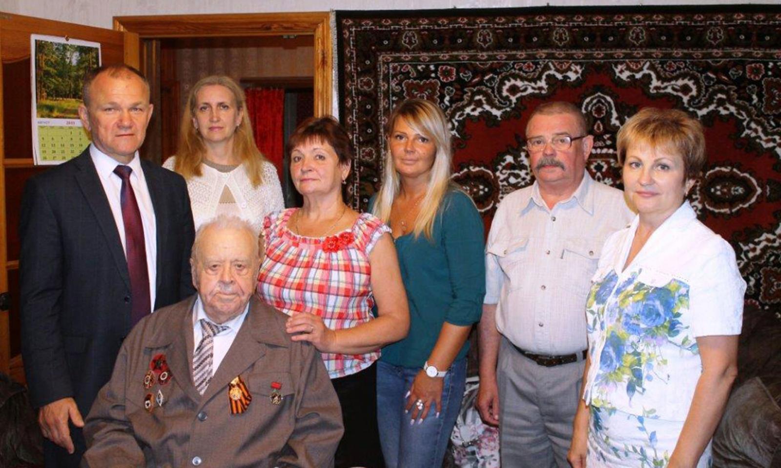 Брянскому ветерану вручили памятный знак «75 лет освобождения Севастополя»