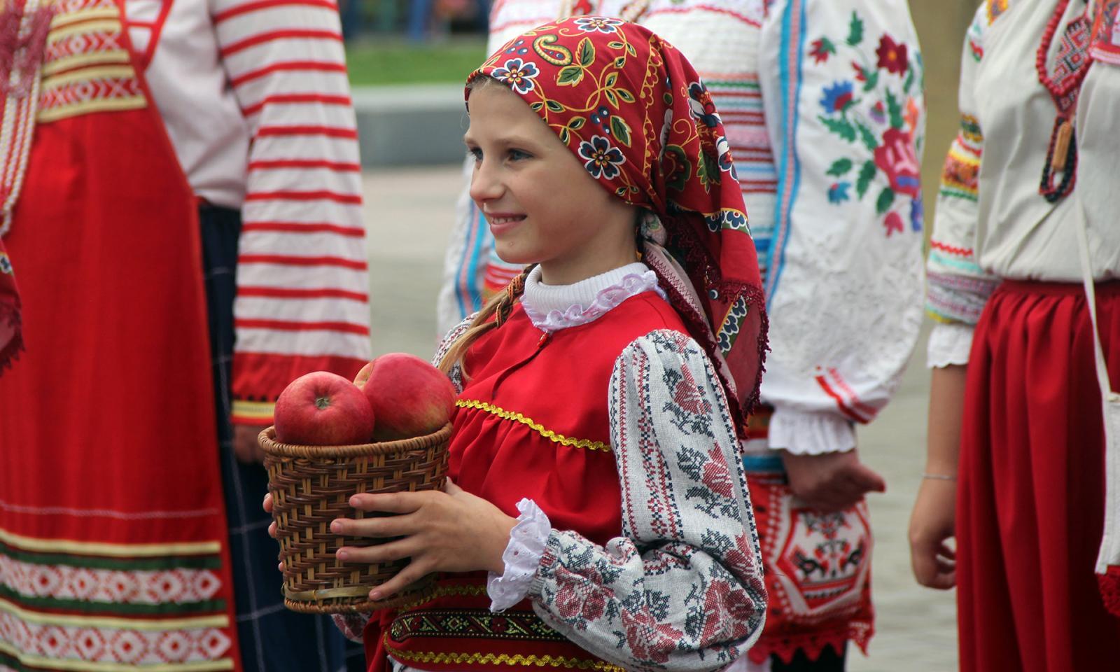 Яблочный Спас отметили в Брянске фестивалем