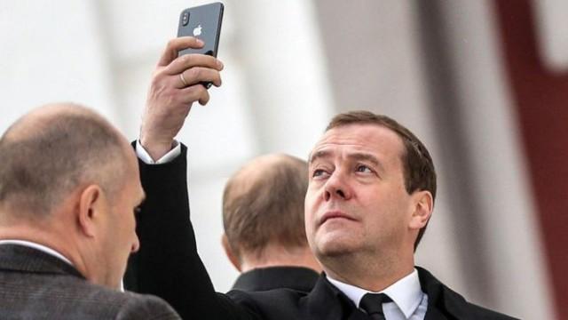Прощай, айфон: Медведев предложил запретить американские товары в России
