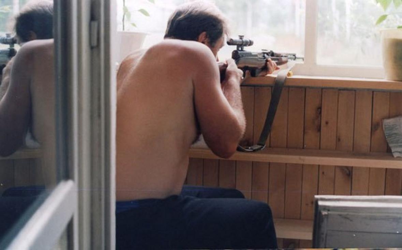 Пьяный мужчина устроил стрельбу изокна дома