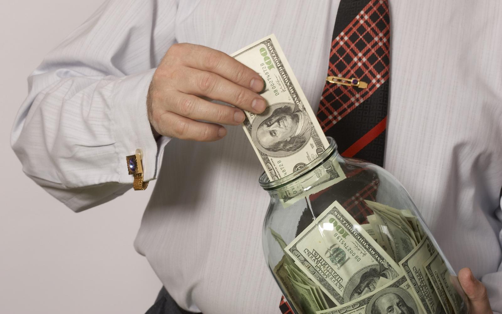Уроссиян хотят изъять доллары: Кремль сказал свое слово
