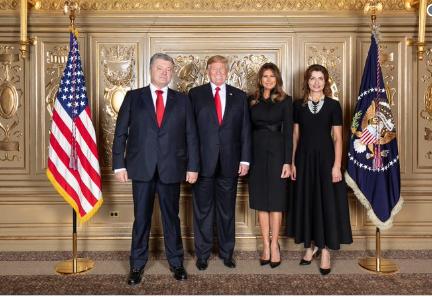 Побратались: всоцсетях высмеяли костюмы Порошенко и Трампа