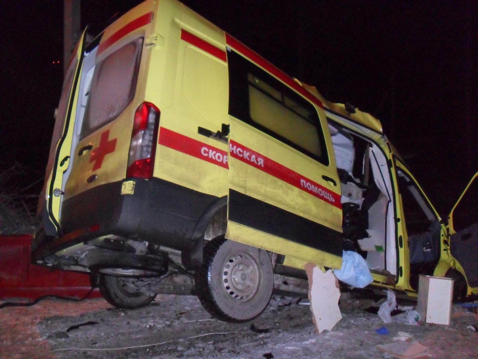 Все смято: в ДТП погибли шесть человек, из них двое - дети