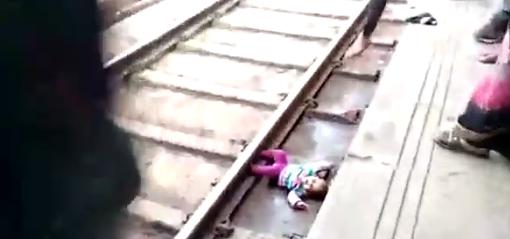 Грудной младенец выжил под поездом