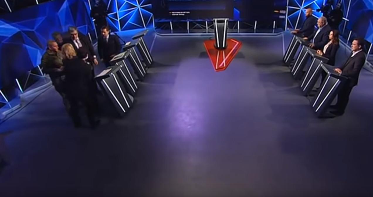 Омбудсмен упала в обморок вовремя выступления Порошенко