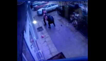 Маршрутчики поймали выпавшую из окна девочку