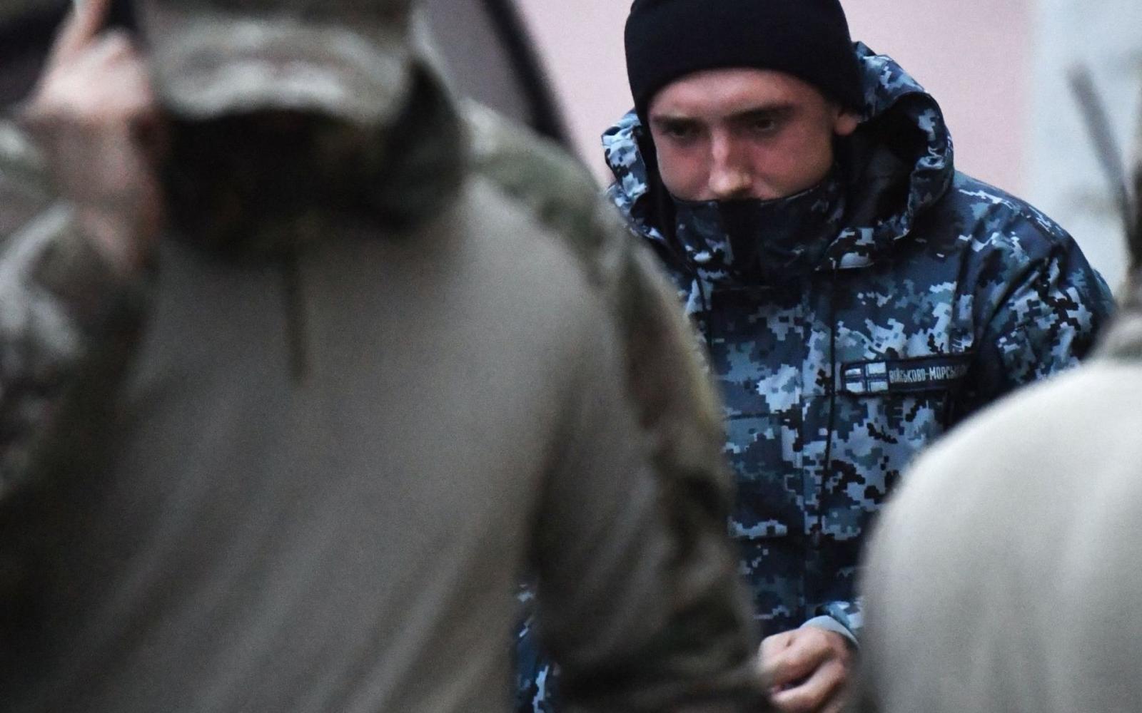 Арестованных вКерченском проливе украинских моряков везутвСИЗО Москвы