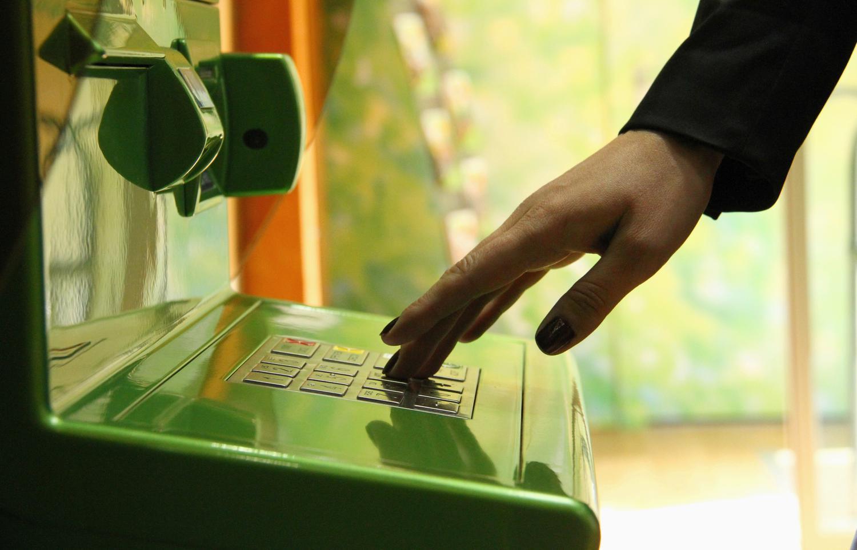 Брянцам запретят снимать деньги с банковских карт