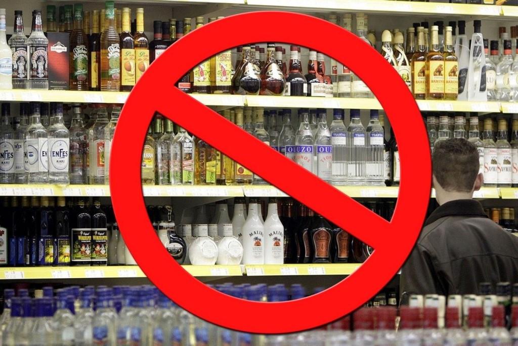 ВЦИОМ: Большинство россиян хотят запретитьпродажу алкоголя до21 года