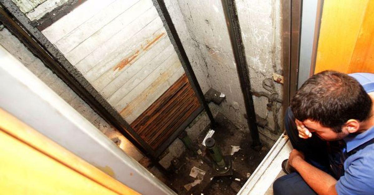 Помогала застрявшим: пенсионерка погибла в шахте лифта