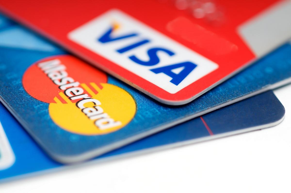 ВКрыму остановили выпуск Visa иMasterCard