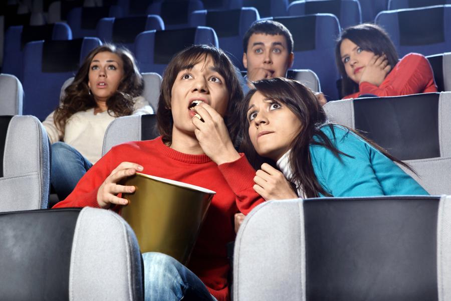 Инженер брянского кинотеатра завысил стоимость и объем ремонтных работ, выгадав почти 400 тысяч рублей