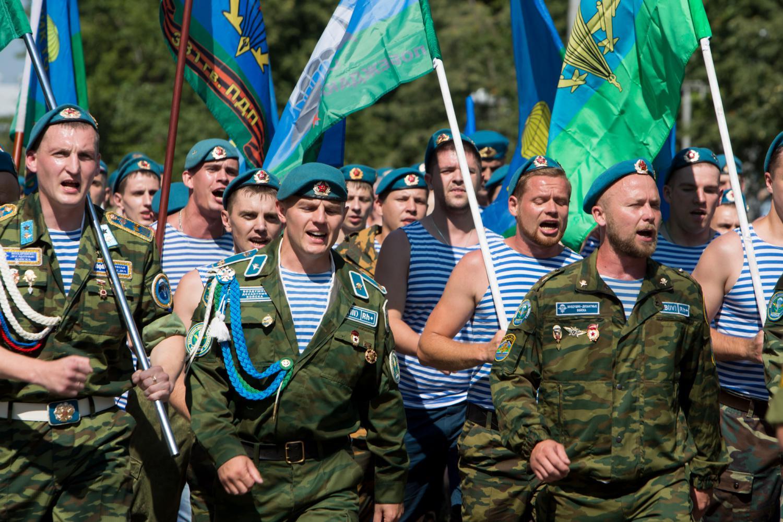 В День ВДВ по Брянску пройдет колонна во главе сБТРом