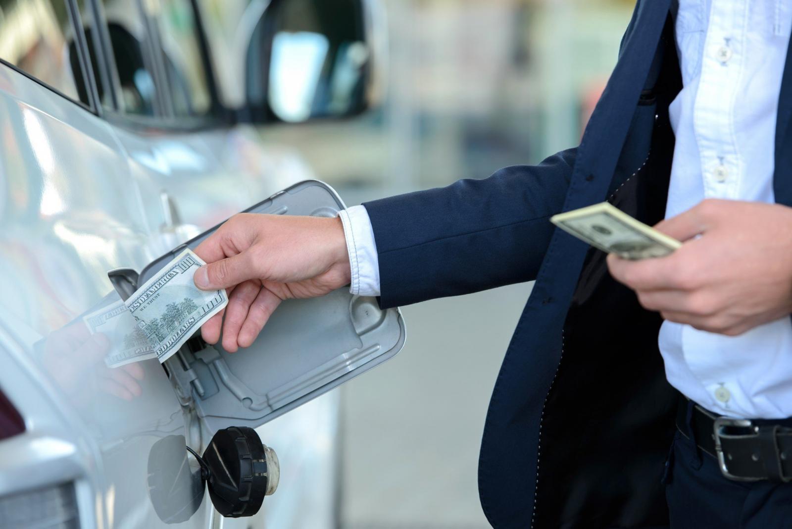 Движение вверх: цены набензин резко выросли