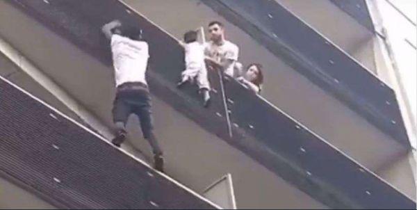 Мигрант вскарабкался на четвертый этаж и спас ребенка