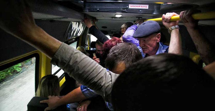 В брянском автобусе покалечилась пенсионерка