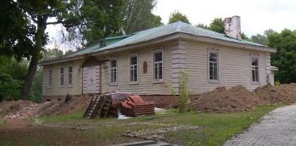 В Овстуге Брянской области отремонтируют одно из музейных зданий