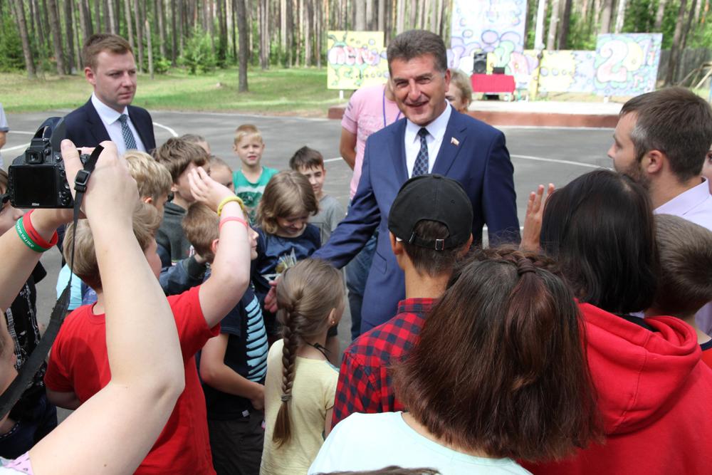 Глава Брянска пообещал детям отремонтировать все дороги за пять лет