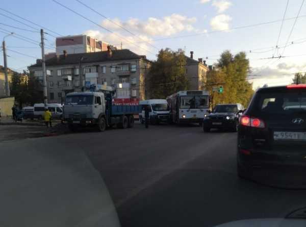 В Брянске столкнулись автобус и маршрутное такси