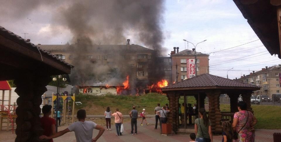В Бежице сгорело недостроенное кафе
