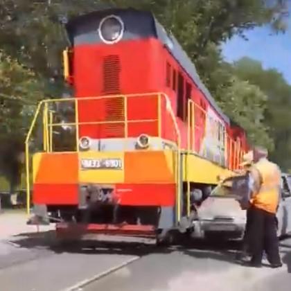 В Брянске авто-леди не заметила локомотив